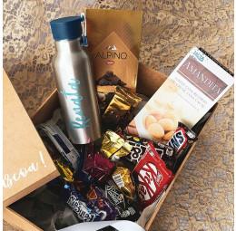 Kit Páscoa com Garrafa Alumínio Colors e chocolates e bombons diversos